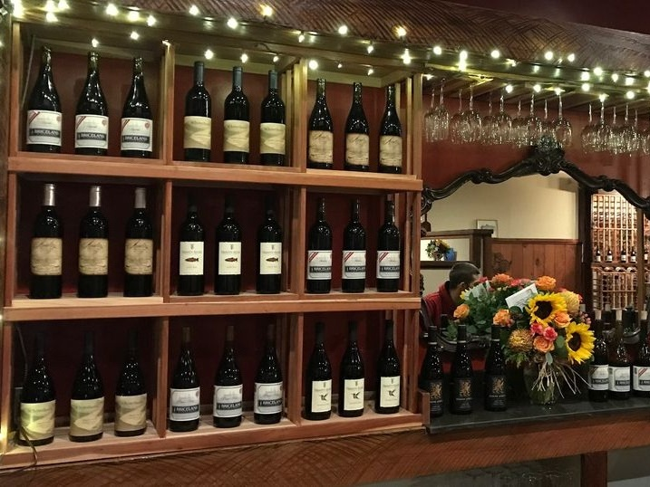 Redwood palace - Wine, micro brews, cider, oysters, cheese, charcuterie, ribs and more on the Avenue of the Giants in Miranda.Find out more about Redwood Palace here.