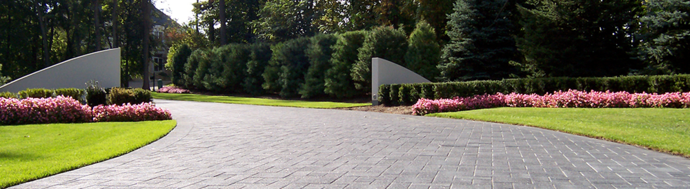 Troy MI top landscaping companies with quailty custom paving stones and brick pavers.