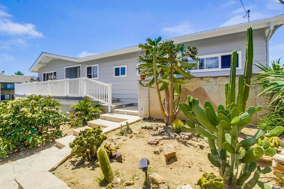 802 LA SALINA PL. OCEANSIDE 92054  | LISTED FOR: $729,900 | SOLD FOR: $747,500 | SOLD 2017