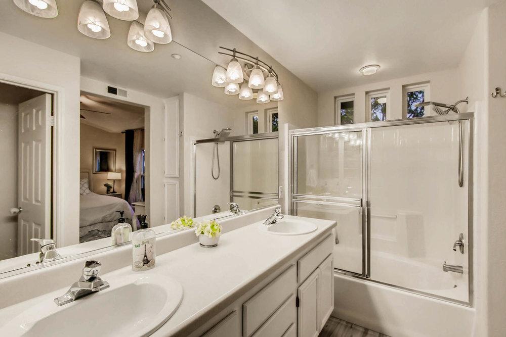 6114 Citracado Circle Carlsbad-large-014-31-2nd Floor Master Bathroom-1500x1000-72dpi.jpg
