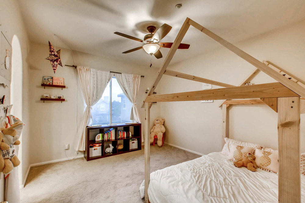 6114 Citracado Circle Carlsbad-large-015-26-2nd Floor Bedroom-1500x1000-72dpi.jpg