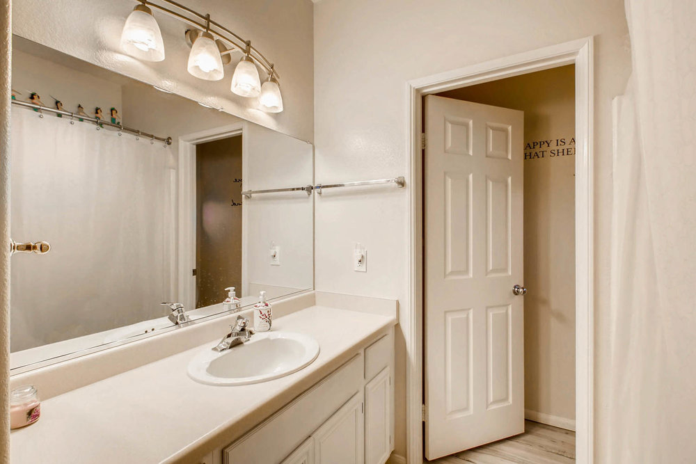 6114 Citracado Circle Carlsbad-large-016-30-2nd Floor Bathroom-1500x1000-72dpi.jpg