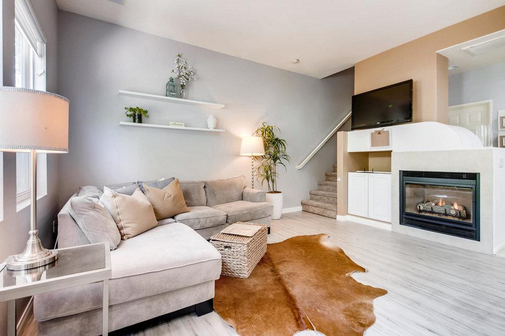 6114 Citracado Circle Carlsbad-large-021-40-Living Room-1500x1000-72dpi.jpg