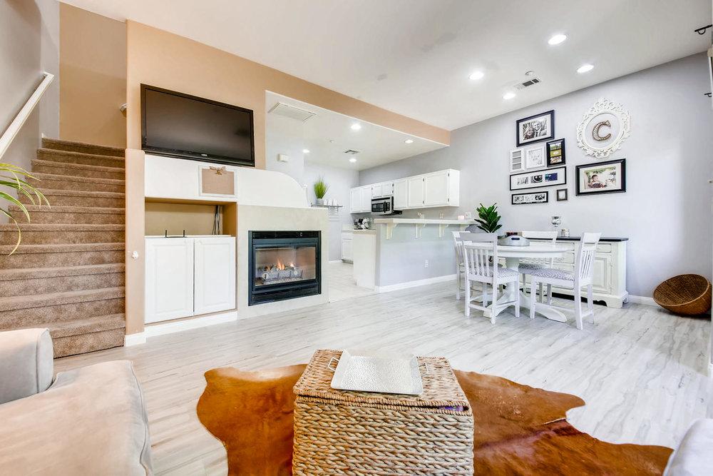 6114 Citracado Circle Carlsbad-large-023-36-Living Room-1500x1000-72dpi.jpg