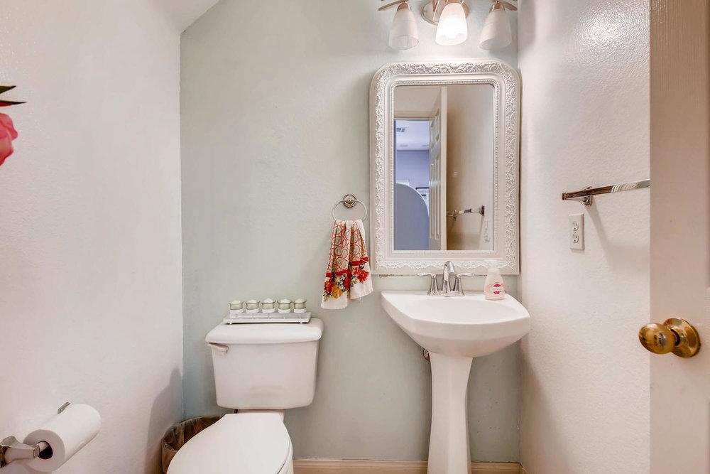6114 Citracado Circle Carlsbad-large-028-38-Powder Room-1500x1000-72dpi.jpg