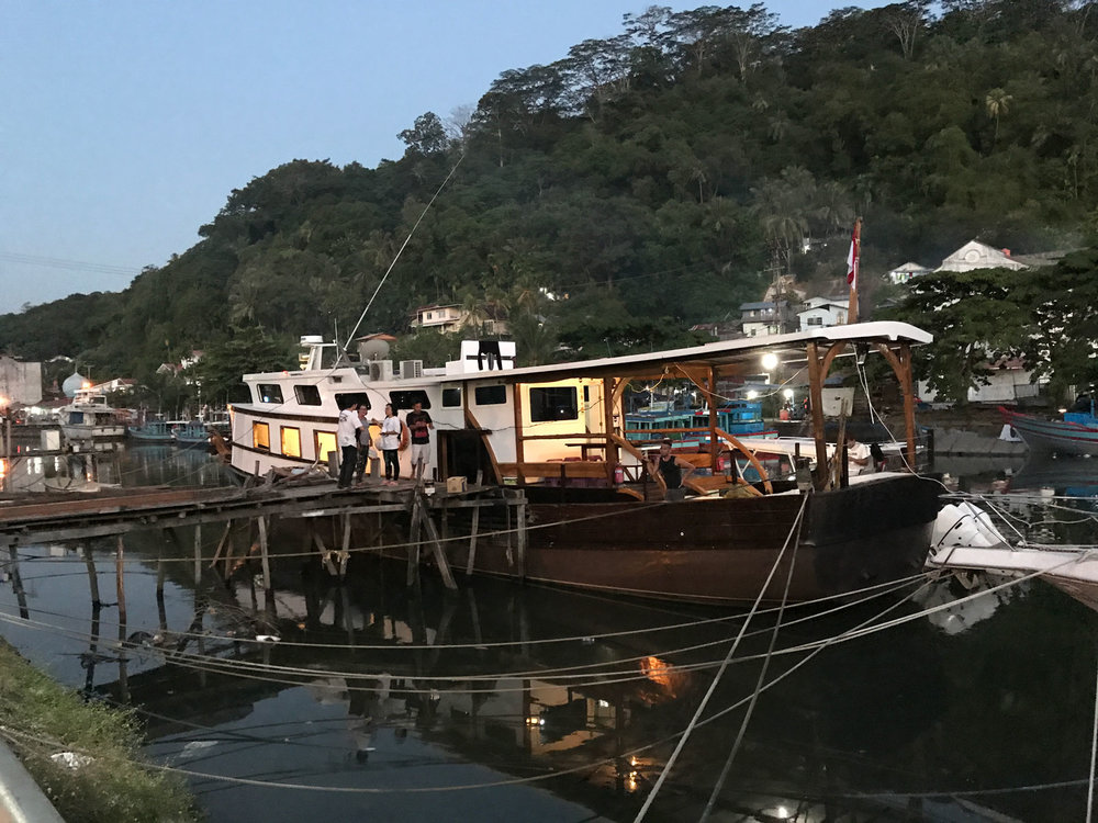 Your_boat_to_Surfing_Village