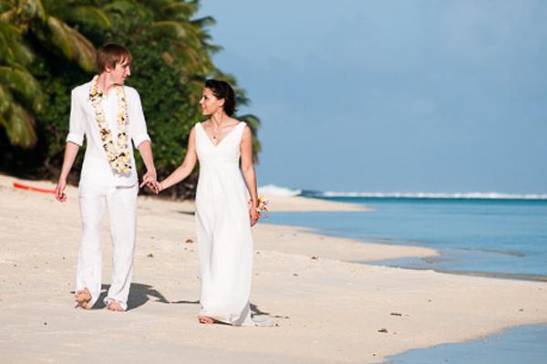 Elena and Michael's Wedding Day Rarotonga, Cook Islands, on the 22 June 2011. © www.myweddingphotographer.co.nz