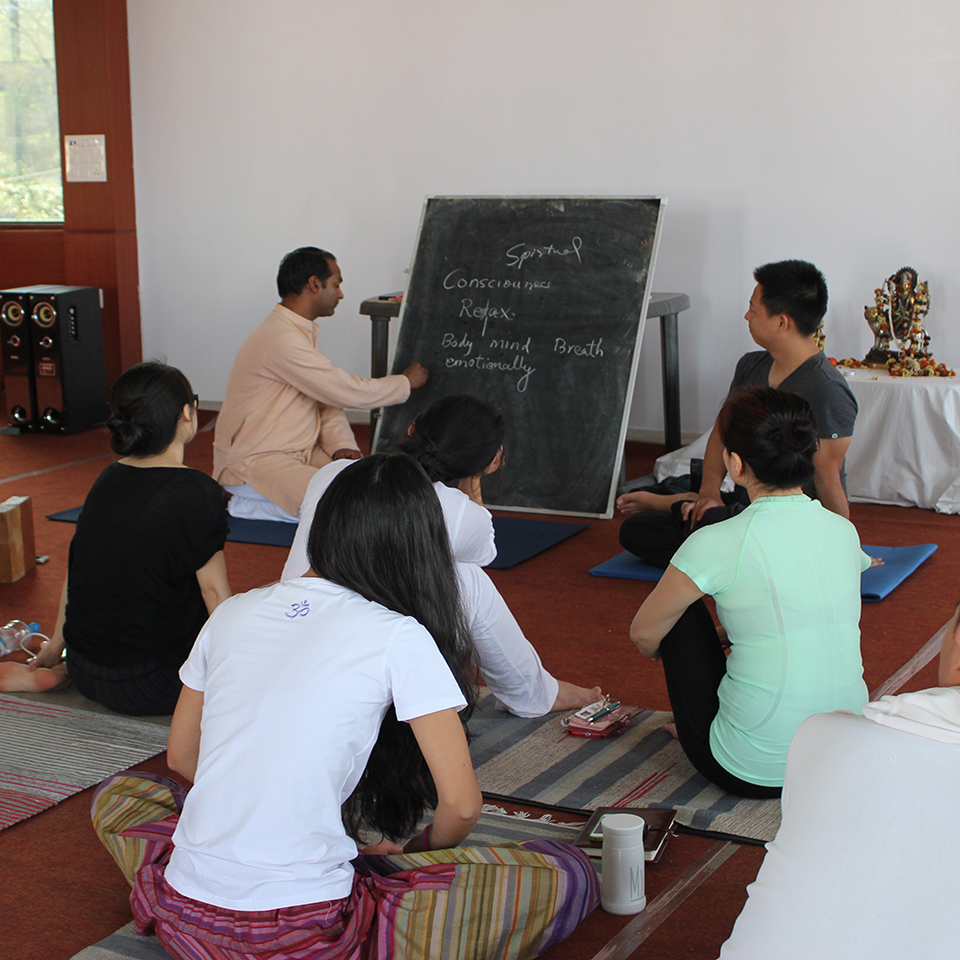 yoga-retreats-in-india.jpg