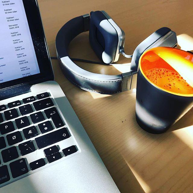 Tidlig morgen og siste innspurt på stort prosjekt. Bring the coffee! ☕️ #letsrock #coffee #tynset #mulighetsrommet