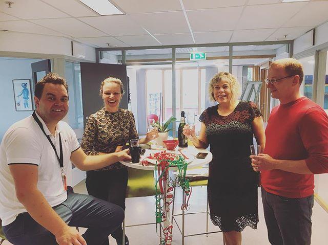 Vi gratulerer tidligere Hedmark kunnskapspark med nytt navn - Klosser innovasjon 😄🙌 Sjelden mandagen starter med bobler 😁 @malihroe @cathrine_fodstad