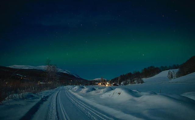 Av og til kan man ikke stole på varslene - nordlyset dukker innimellom opp når det er minst ventet! 📸 @livmar1 #tylldalen #tronfjell #auroraborealis #aurora