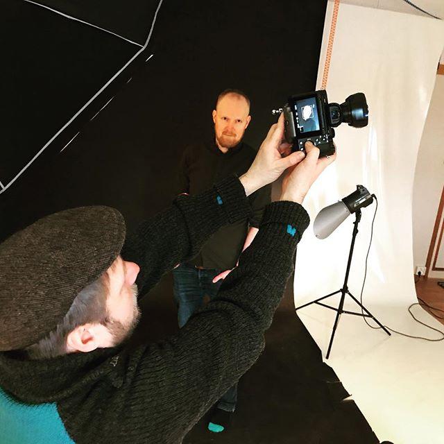 Morsom start på dagen i studioet til @dammenfoto 😁📸 Resultatet får dere se om en liten stund! #tynset