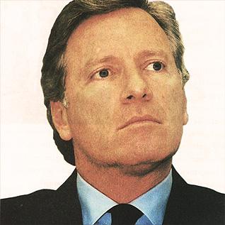 Roberto Justus no board do grupo Bates Worldwide - 2000 | Roberto Justus passa a participar do conselho do Grupo Bates Worldwide. O Grupo Newcomm diversifica as suas atividades com novas empresas para as áreas de marketing esportivo e político, interatividade e design. O faturamento no ano é de R$ 360 milhões.