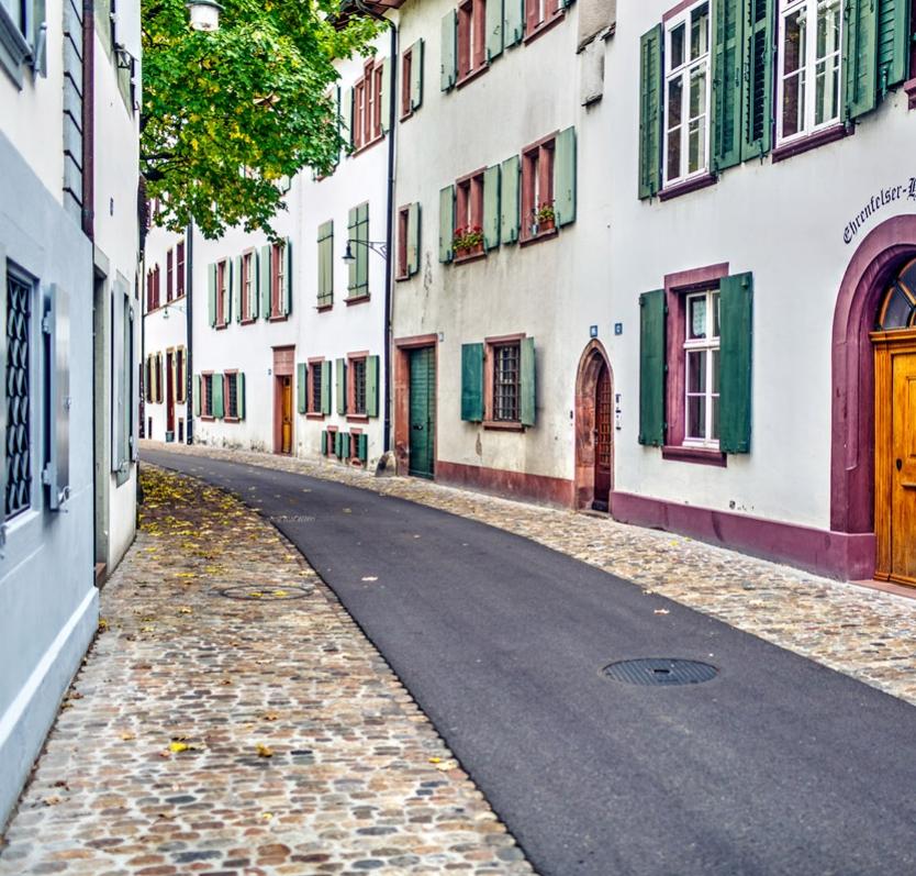 In der heimeligen Altstadt Basels    Unser Standort: Martinsgasse 16    Aus allen Richtungen gut erreichbar, zwischen dem Naturhistorischen Museum und der Martinskirche, parallel zur Augustinergasse, auf dem Münsterhügel.
