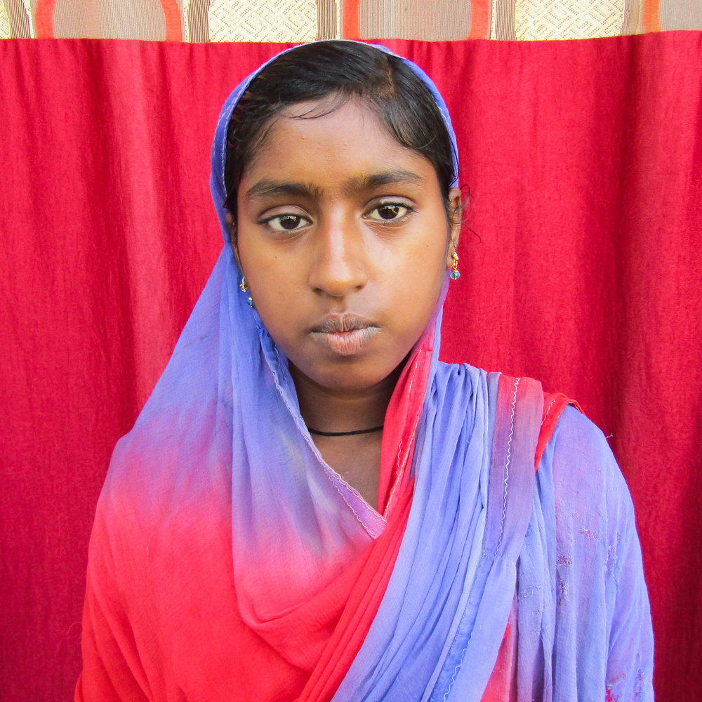 Dia - Vanya is 25 years old and at risk of human trafficking. Residing in Bihar, India, she was born into the SC caste, a historically disadvantaged indigenous people group. Married with two children ages 2 and 4, her family's average household income is about $2.50 a day. Vanya is illiterate with major barriers to finding work.