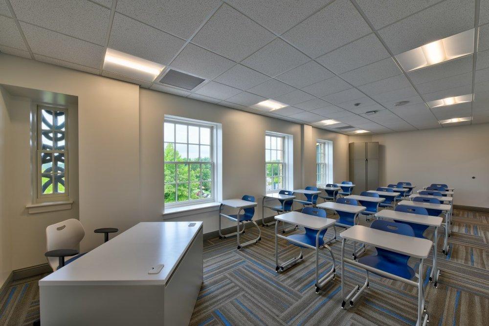 middle size classroom [Desktop Resolution].jpg