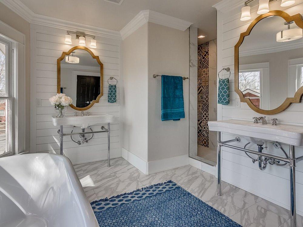 Bathroom Robinson.jpg