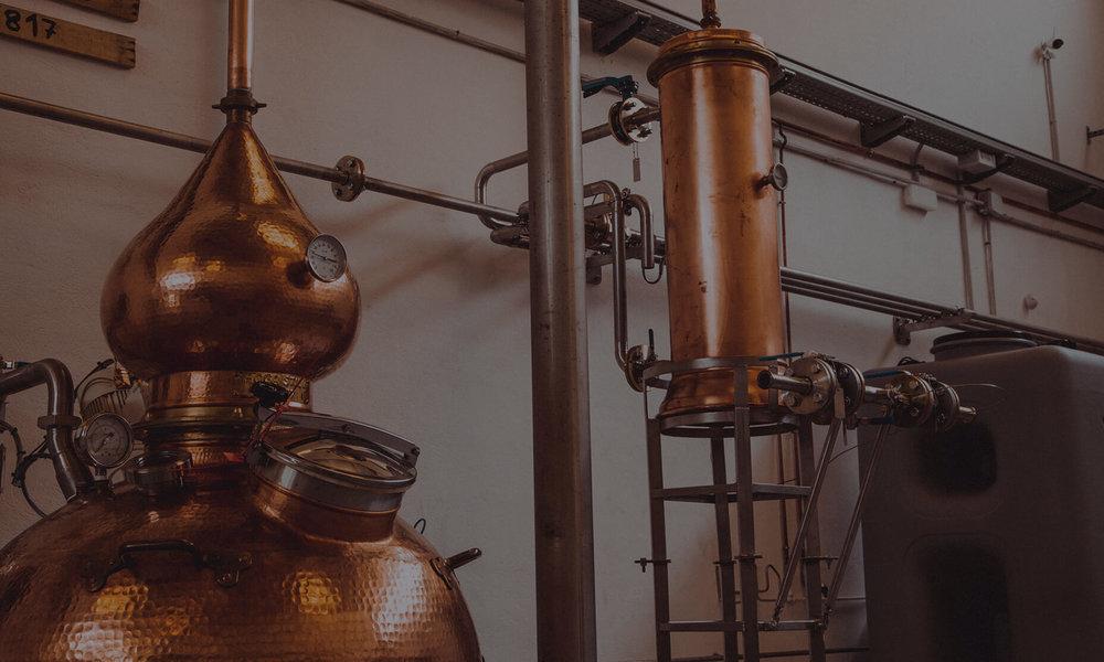 Venga y descubra por usted mismo el proceso de la destilación con nuestras visitas guiadas. ¡Reserve su visita ahora! -