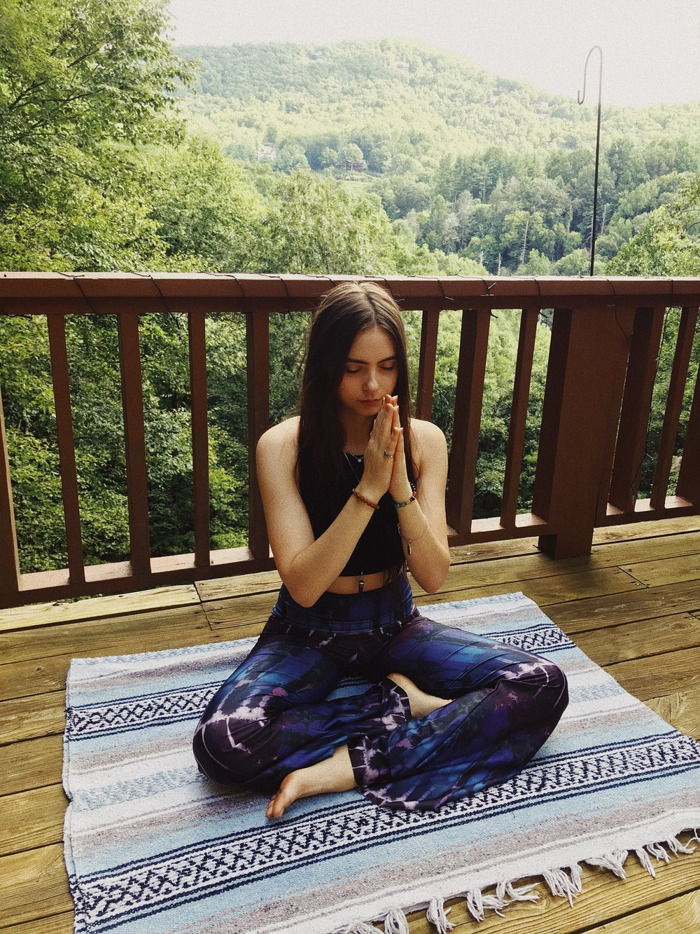 morning routine, easy morning routine, holistic health, holistic wellness, health blog, yoga blog, wellness blog, chronic illness, recovery, natural remedies, spoonies, meditation, meditation for beginners, mindfulness, mindfulness tips, easy yoga routine, yoga for beginners