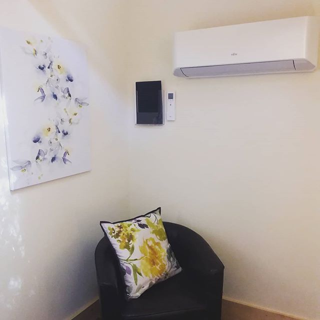 Thankful for the aircon in the therapy room today #cognitivebehavioraltherapy #hypnotherapy #lifecoaching #anxietyrelief #anxiety #lowmood #counselling #stress #stressrelief