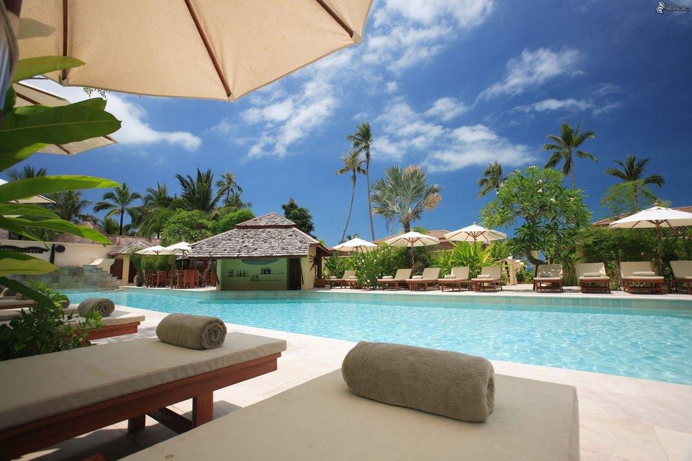 beach-chairs-clouds-hotel-338504.jpg