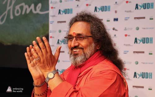 SwamijiatAYUDH12_WEB.jpg