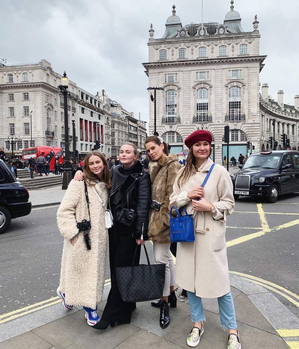 Piccadilly Circus London / Emilie, Emilia, me & Milana