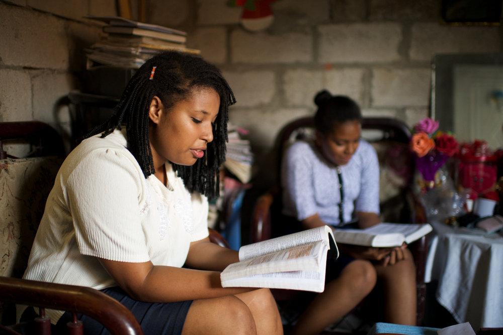 ecuador-otavalo-young-women-studying-scriptures-1406748-tablet.jpg