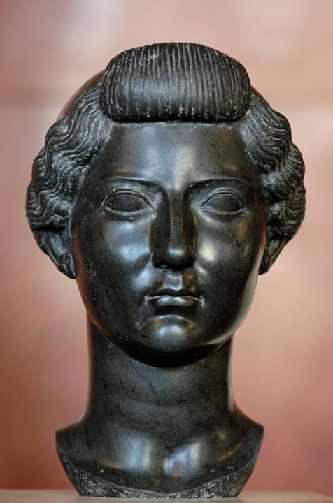 Portret van Livia in Egyptisch basalt. ca. 31 v.Chr. (Louvre).