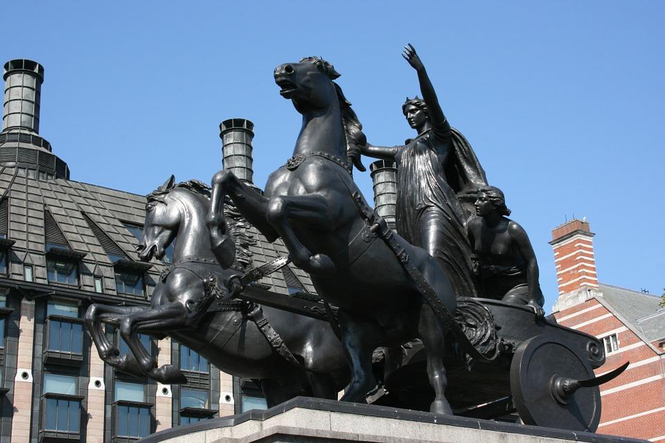 Standbeeld van Boudicca op de Westminster pier in London.