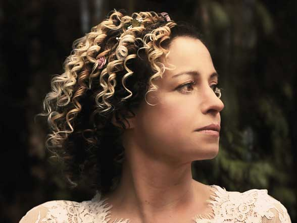 Kate Rusby - Festival Booking Agent2018 appearances including Celtic Connections, Cambridge Folk Festival, Cropredy and Celtic Colours (Canada). Now booking 2019, including Canada.For bookings please contact Splendid Events.