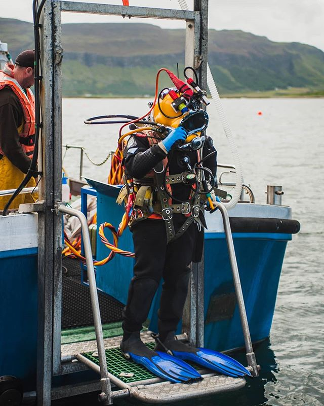 Ready to dive!!! 💪⚓🚢 . . . . . . #diving #aquaculture #commercialdiving #offshore_diving #hullcleaning #diverday #commercialdiver  #commercialdiviglife #underwaterjobs #undervater #divingteam #diversinstitute #cdiver #hardhatdiver #cooljob #dive4money #underwater