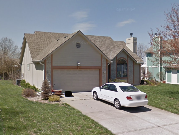 Address: 1012 SE Granada Drive, Lee's Summit MO 64081  Starting bid: $70,571  Estimated Retail price after fix-up ARV: $239,900