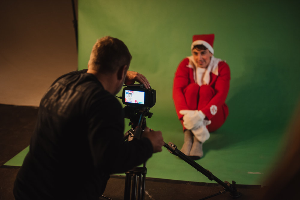 PHOCO Christmas Card The Articulate Photo Studio Green Screen Colorado Fort Collins Photographer Elf on the Shelf BTS-6.jpg