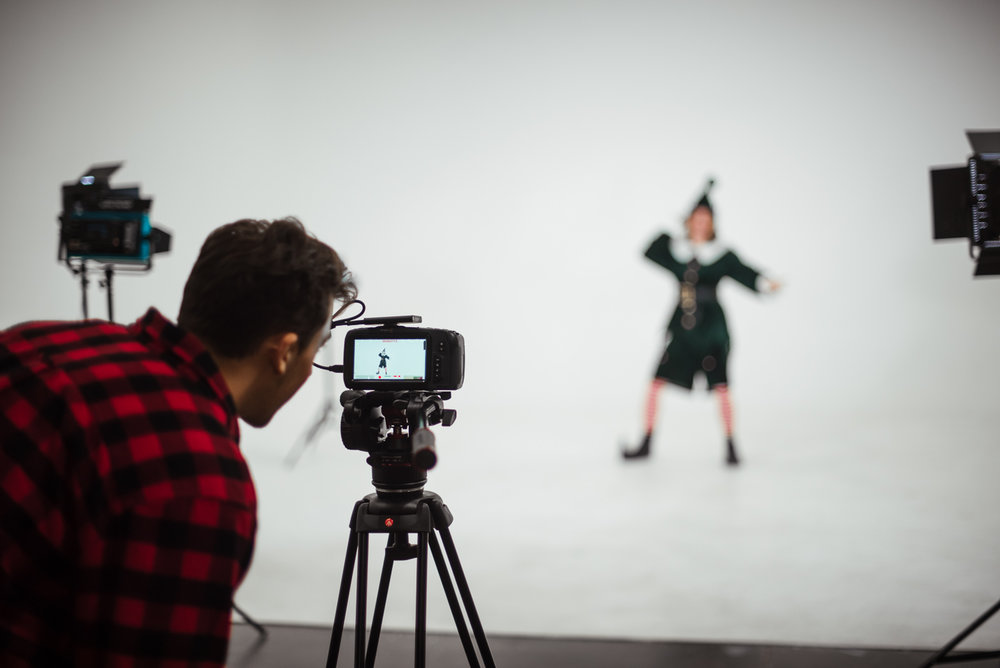 PHOCO Christmas Card The Articulate Photo Studio Cyclorama Infinity Wall Colorado Fort Collins Photographer Elf Yourself BTS-12.jpg