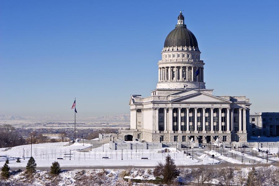 Side_view_Utah_State_Capitol.jpg