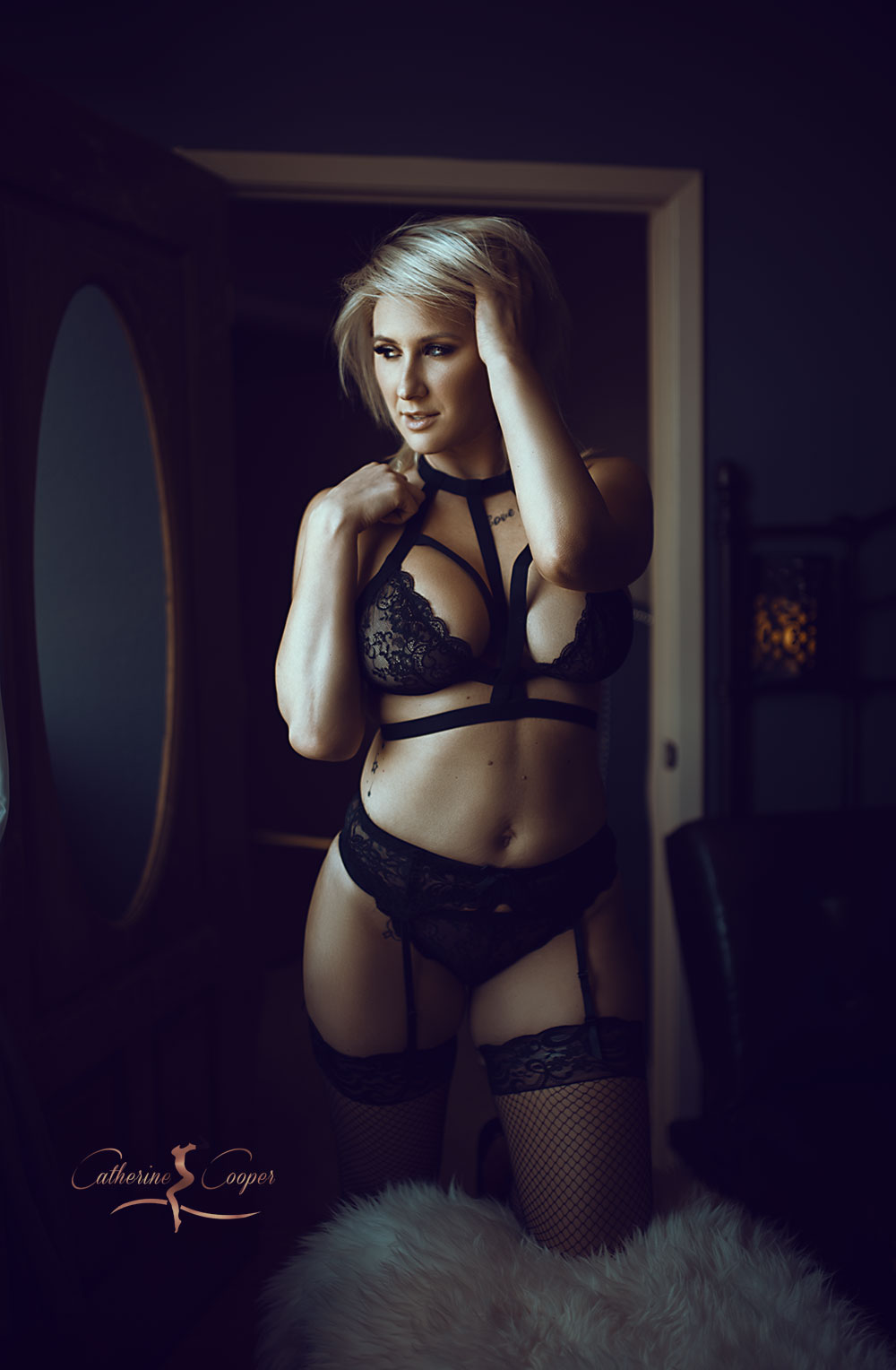 kneeling-boudoir.jpg
