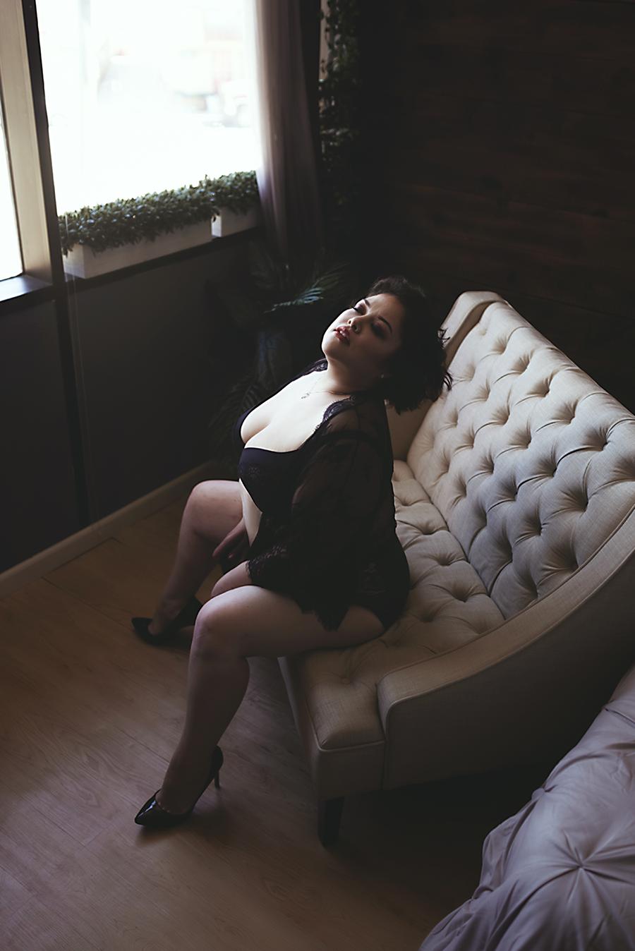 sitting-down-boudoir-dallas.png