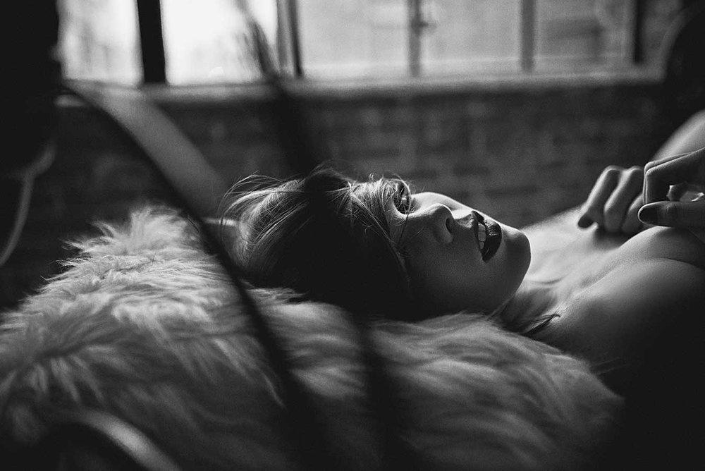 black-white-boudoir1.jpg