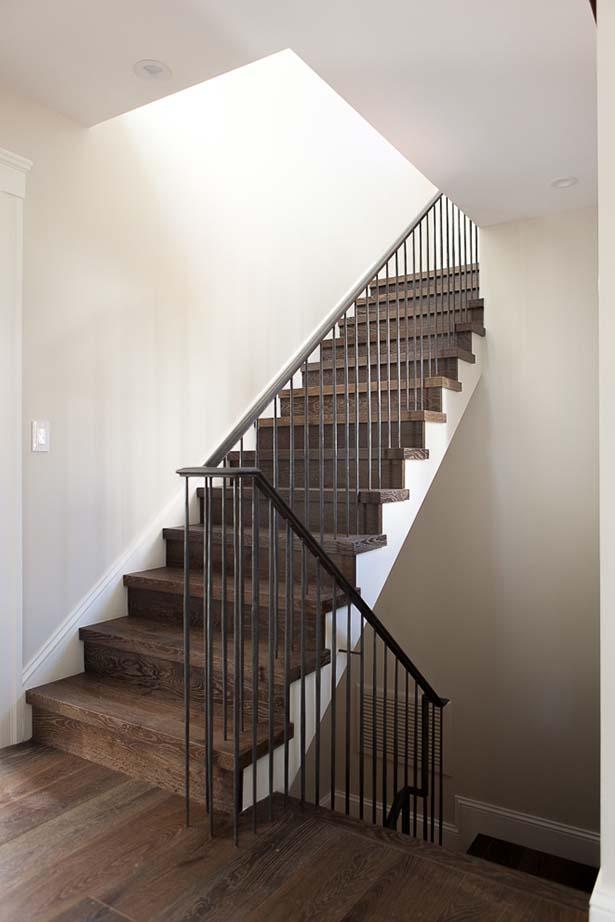 47-Rosewood-DR-Stairs.jpg