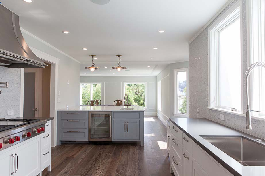 47-Rosewood-DR-Kitchen (counter).jpg