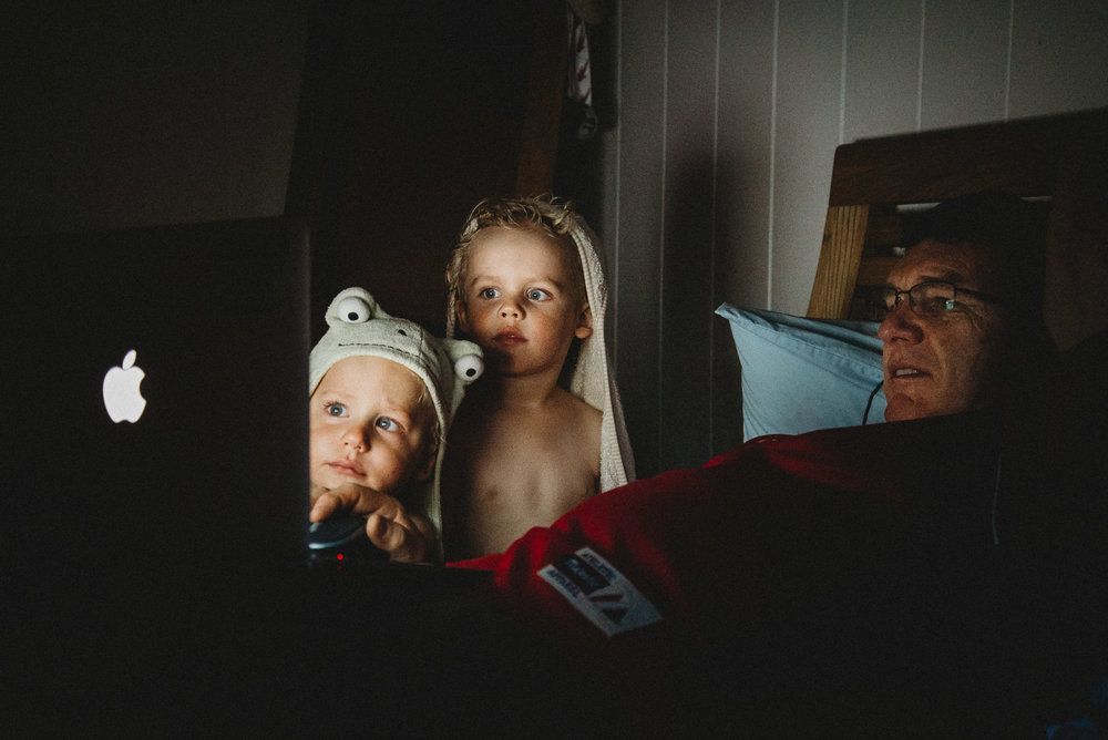melbourne_family_photographer_toddlers_watching_computer_with_their_grandpa.jpg