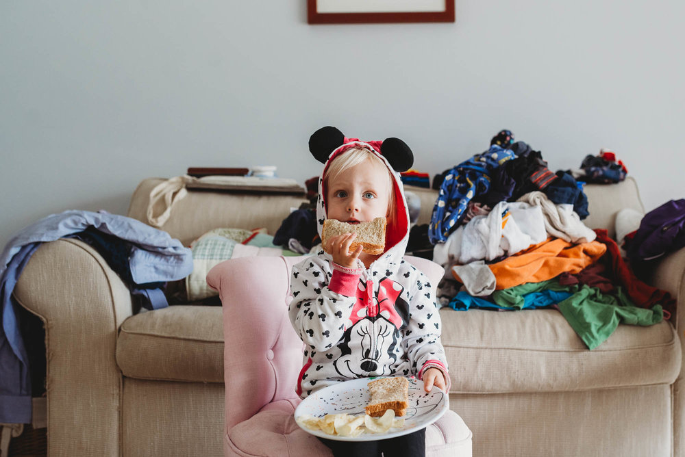 learning_photography_girl_eating_in_messy_room-1.jpg