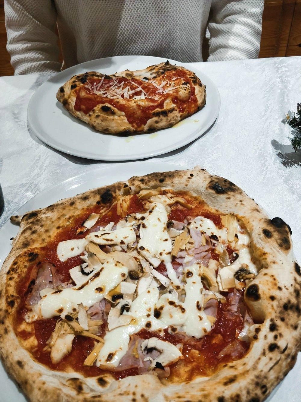 Die beste pizza der welt? - Die wohl besten Pizzen gönnten wir uns in der Pizzeria Da Gino, einem kleinen, typisch italienischen Restaurant ein bisschen außerhalb des Zentrums. Sowohl der Geschmack als auch der Preis waren umwerfend – für zwei Pizzen, eine große Flasche Wasser und ein Bier bezahlten wir insgesamt 20€.
