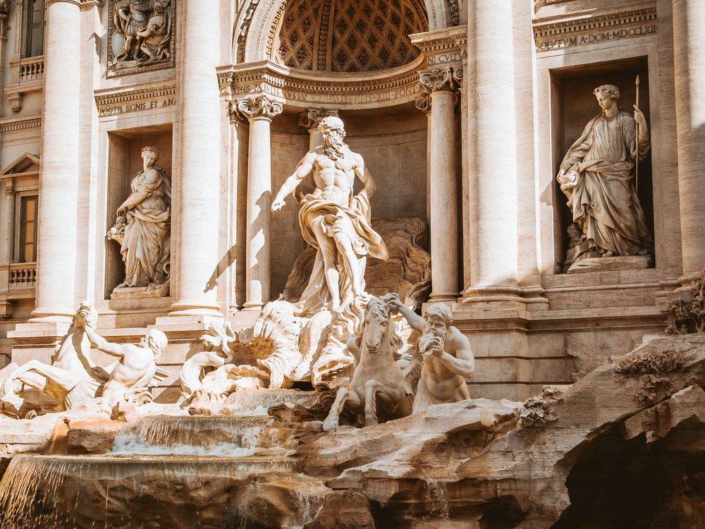 Fontana di Trevi, Pantheon und Pasta - Wir beschlossen nach dieser ersten, gar nicht so kleinen Besichtigungsrunde, noch etwas im Hotel zu rasten. Für den Abend wollten wir uns ein gemütliches, nicht allzu elegantes Restaurant in der Innenstadt suchen.Verbunden haben wir es mit einem romantischen Spaziergang vorbei am Pantheon und Rom's berühmtesten Brunnen, der Fontana di Trevi.