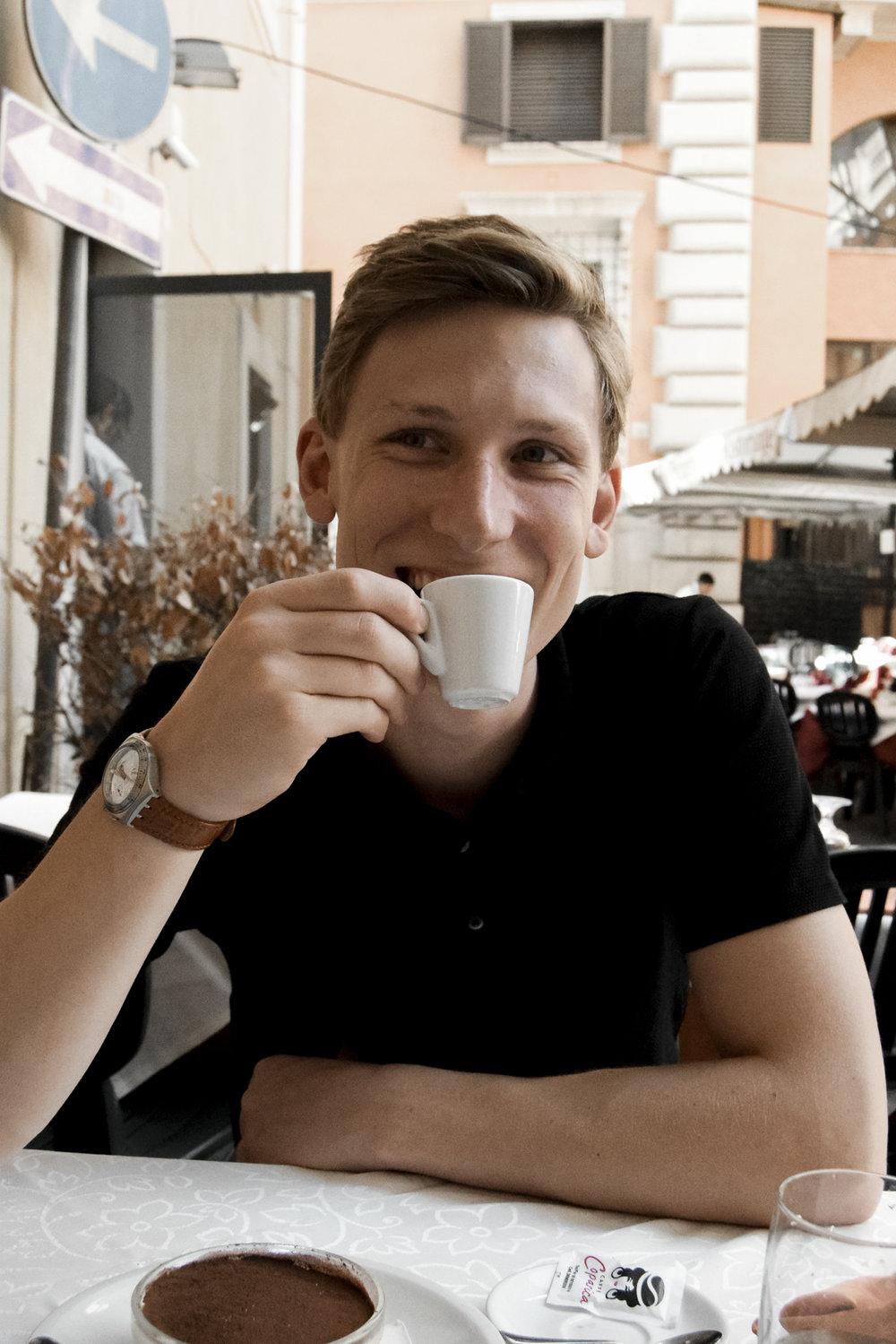 Das letzte mahl - Kurz vor unserer Abreise vom Bahnhof um 19 Uhr gönnten wir uns noch ein letztes italienisches Essen – inklusive Kaffee für Paul. Diesen wird er wohl besonders vermissen.