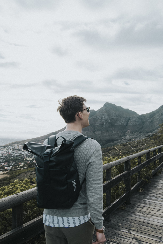 startpunkt - Gestartet wird etwa 1,5 km hinter der Seilbahnstation auf der Tafelberg Road. Wir haben leider viel zu Früh geparkt und mussten einen halbstündigen Fußmarsch bis zum offiziellen Start hinlegen - geduldet euch also und bleibt nicht bei der ersten Gelegenheit stehen.