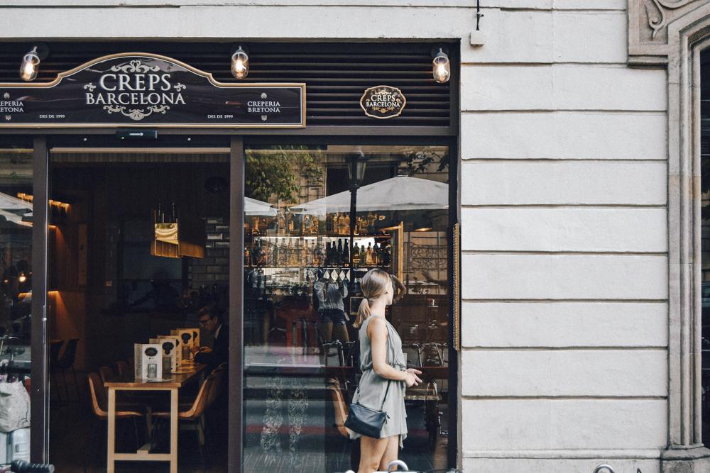 Shoppen in Barcelona - Das Besondere der Shopping Szene in Barcelona ist die Einzigartigkeit vieler Boutiquen, die den tollen Stil der Spanier verkörpern. Durch einen kleinen persönlichen Touch erhalten die Läden oft das gewisse Etwas, das sie so interessant macht. Vielen davon sind kleine spanische Labels. Nicht alle Boutiquen sind teuer und noch viel wichtiger: ihr bekommt dort Prachtstücke, die niemand sonst trägt.