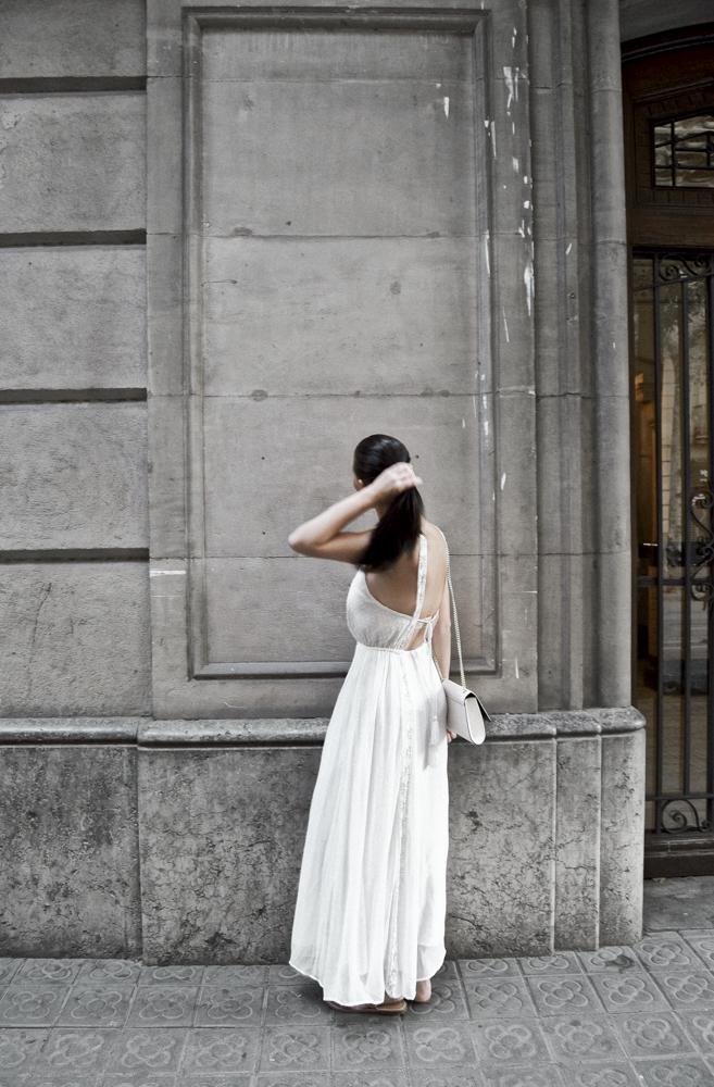 - Ich mag sie aber vor allem wegen ihrer schönen Allee, den breiten Straßen und Cafes und Restaurants, die sich auf ihr angesiedelt haben. Zudem wurde die Straße wegen seiner einzigartigen Bauten von Gaudí und Domènech i Montaner zum Weltkulturerbe erklärt.Außerdem: sie ist ein wunderbarer Fotospot!
