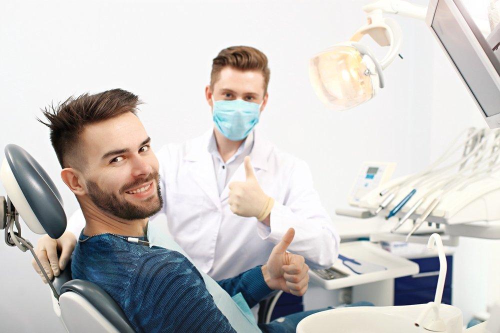 牙科 - 牙模精度要求高,誤差過大可能造成病患咬合不適,OMaker OMR-05堅硬樹脂精準列印牙科模型,牙齒間隙也能清楚呈現,比起傳統製程更能精確輔助矯正、植牙與正顎手術等,提升精準度、降低風險。更可延伸至多種牙科數位化應用,如微型矯正、數位植牙、臨時假牙、咬合板、美白牙套等。牙科數位化可協助提升病患整體舒適度;微型矯正縮短病患前置等待時間,而植牙手術導板輔助醫師精準定位、節省術中調整時間,降低患者術後腫脹程度,加速傷口復原,為醫師和病患打造雙贏關係。